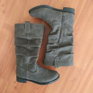 The children's place gray boots sz 12